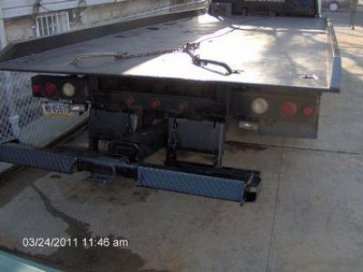 Used-2000-UD-Flatbed