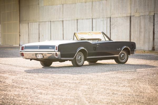 1967-Oldsmobile-Cutlass-Supreme