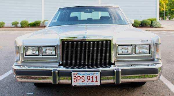 1988-Lincoln-Town-Car