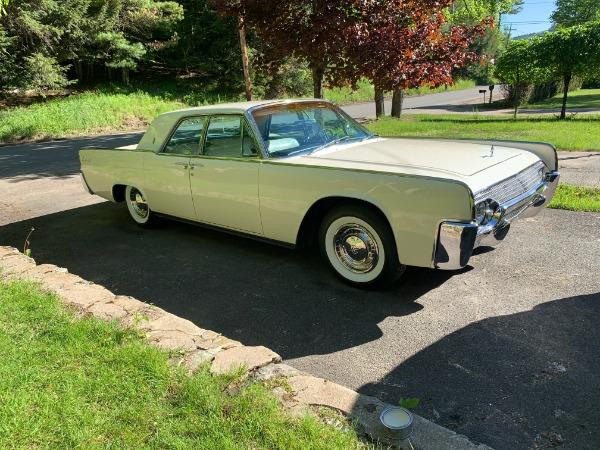 1961-Lincoln-Continental