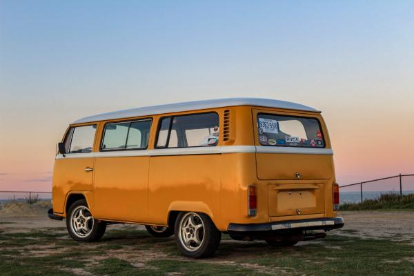 1972-Volkswagon-T2-bus