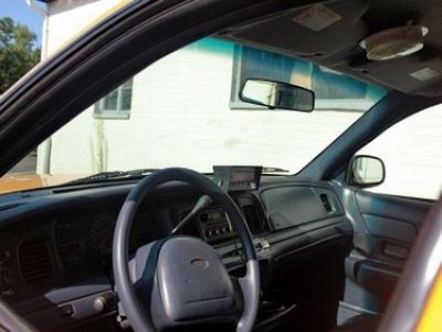 Used-2006-Ford-Crown-Victoria