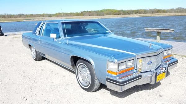 Used-1982-Cadillac-Coupe-DeVille-80s-American-Nondescript-Luxury