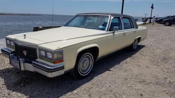 1984-Cadillac-Brougham-dElegance-80s-90s-nondescript-Luxury-Sedan