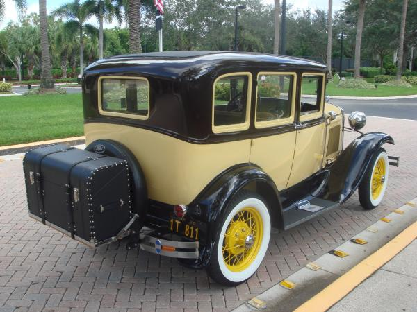 1930-Ford-Model-A-DeLuxe-Town-Sedan-30s-American